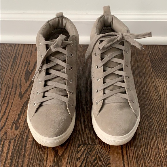 efcd6fcfa8c Steve Madden Wedge Lace up Sneakers Taupe. M 5c11349a9519964dbea6e4c6